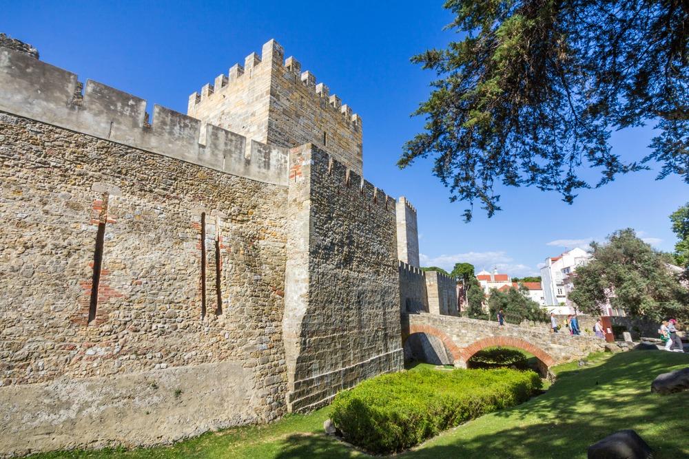 Sao Jorge Castle in Lisbon, Portugal - e X p o s e/Shutterstock